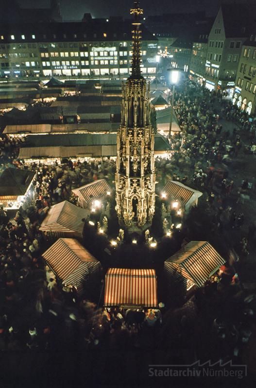 Der Nürnberger Christkindlesmarkt - Blick auf den Schönen Brunnen