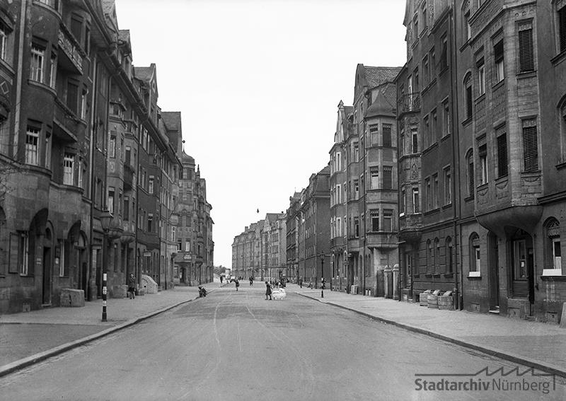 Blick von der Schwabacher Straße in die Orffstraße im Mai 1944. Quelle Stadtarchiv Nürnberg