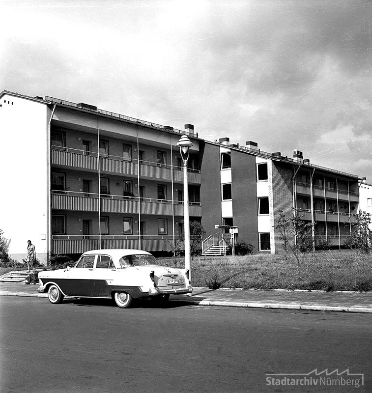Von der Christlichen Arbeitsgemeinschaft an der Nerzstraße um 1960 neu errichtete Wohngebäude. Quelle Stadtarchiv Nürnberg