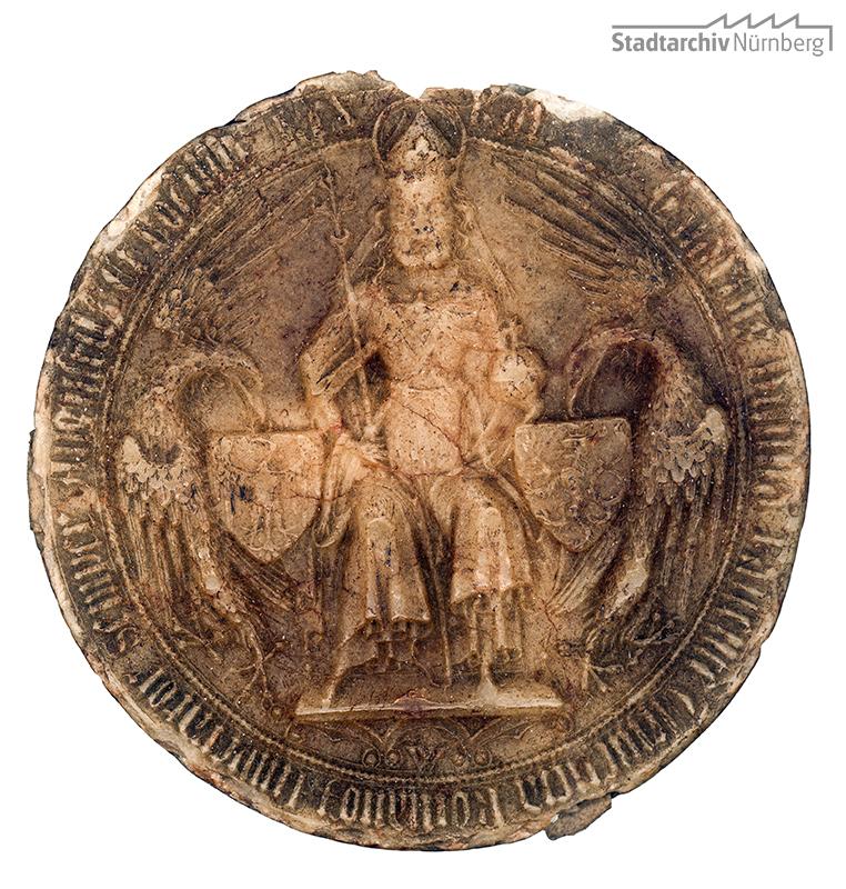 Braunes Wachssiegel Kaiser Karls IV. an einer Urkunde für Conrad Waldstomer vom 18. Dezember 1355 (Stadtarchiv Nürnberg A 1, 1355 Dezember 18)
