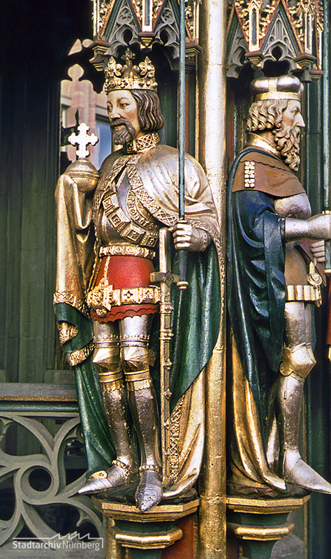 Schöner Brunnen, Figur Kaiser Karls IV., 1956 (Stadtarchiv Nürnberg A 55/I Nr. 12-13-5)