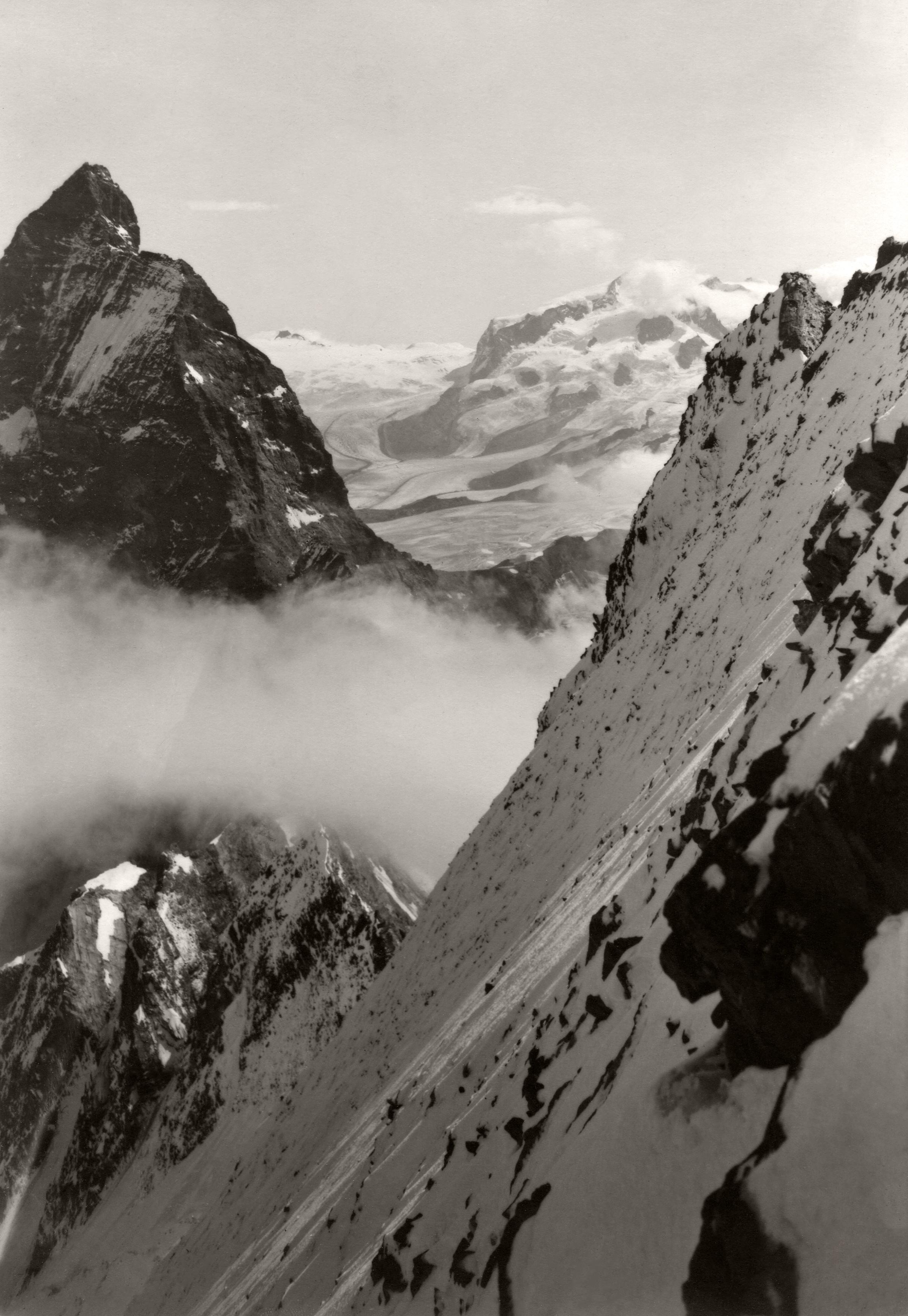 Matterhorn und Monte Rosa von der Nordwand des Dent d'Hérens. September 1929.