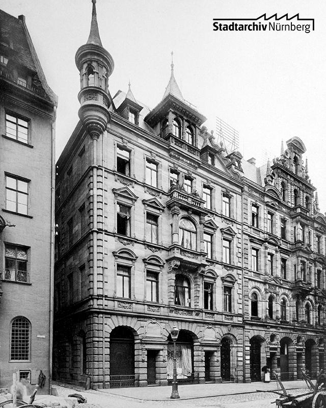 Im dritten Stock des Anwesens Adlerstraße 33, das Ende der 1880er Jahre erbaut worden war, wohnte Alfred Cohn mit seinen Eltern. Foto, um 1890. (Stadtarchiv Nürnberg A 35 Nr. 89/47)