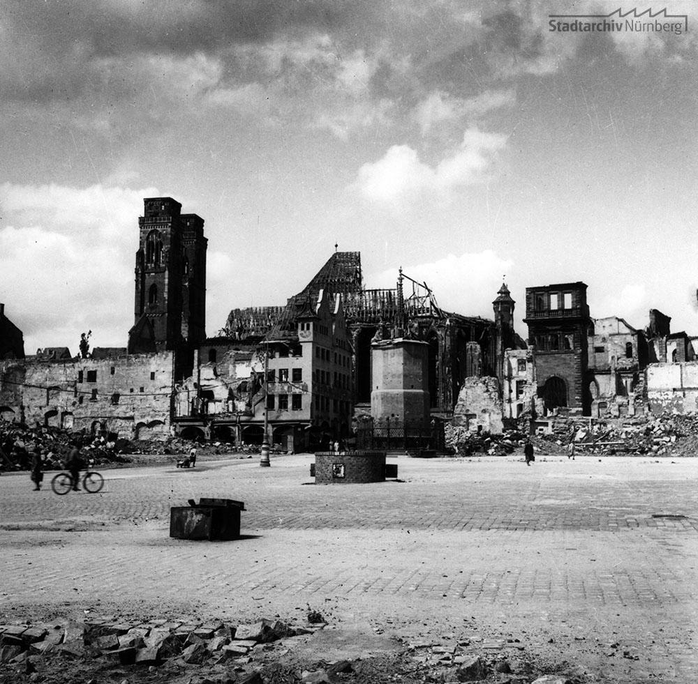 Das im Zweiten Weltkrieg zerstörte IHK-Gebäude, Hauptmarkt 25