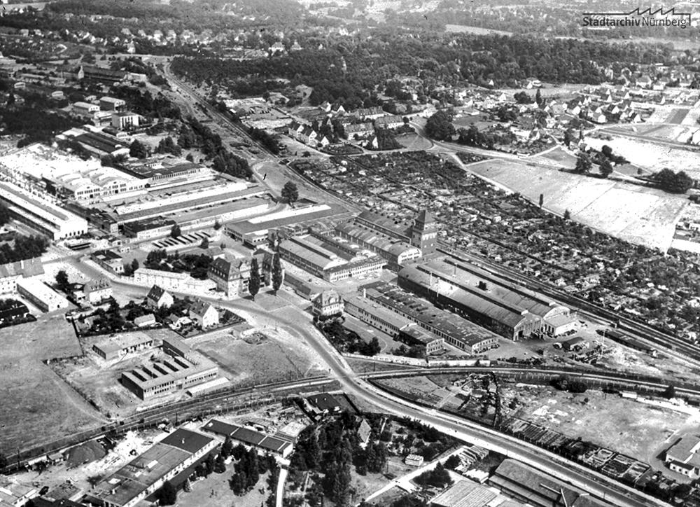 Industriegebiet Klingenhof / Schafhof - Luftaufnahme von Nordwesten her, rechts im Hintergrund der Spitalhof und der Platnersberg